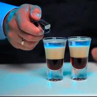 Приготовление коктейля с ликером Б-52